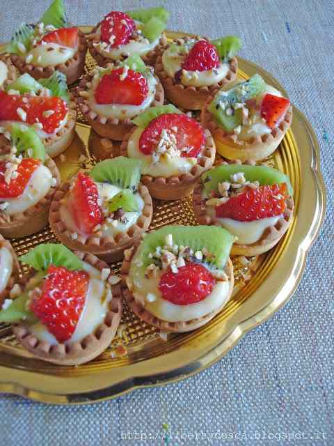 Ricetta: Cestini di frolla con budino alla vaniglia e frutta / tartlets with vanille cream and fruits