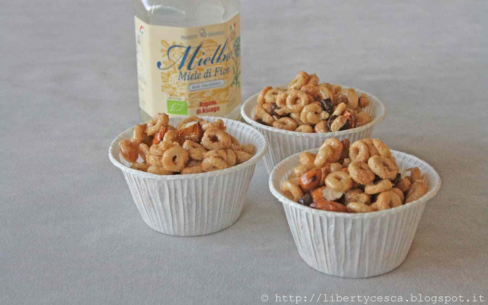 Ricetta: No-bake honey almond cereal balls / palline con mandorle miele e cereali