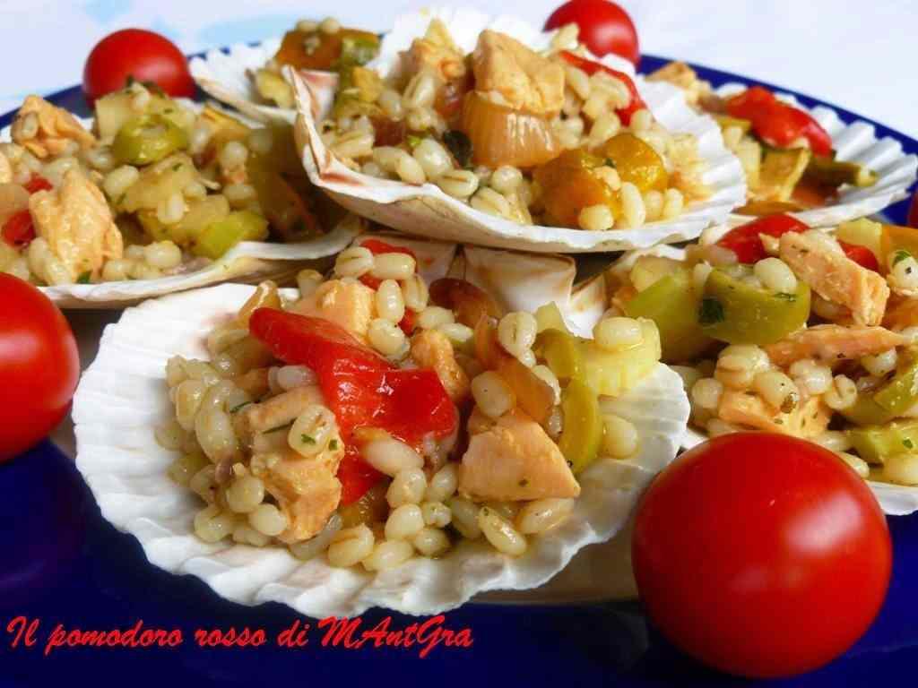 Ricetta: Insalata d'orzo, verdure e salmone in conchiglia