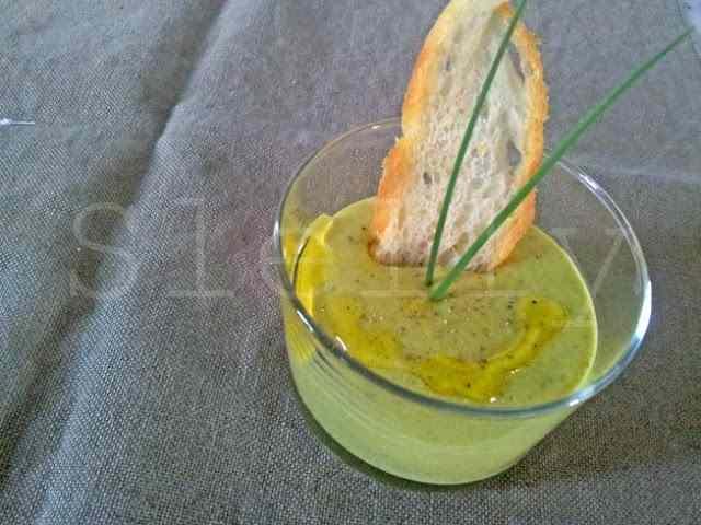 Ricetta: Greeam - crema fredda di fave e patate con provolone piccante, curcuma e menta