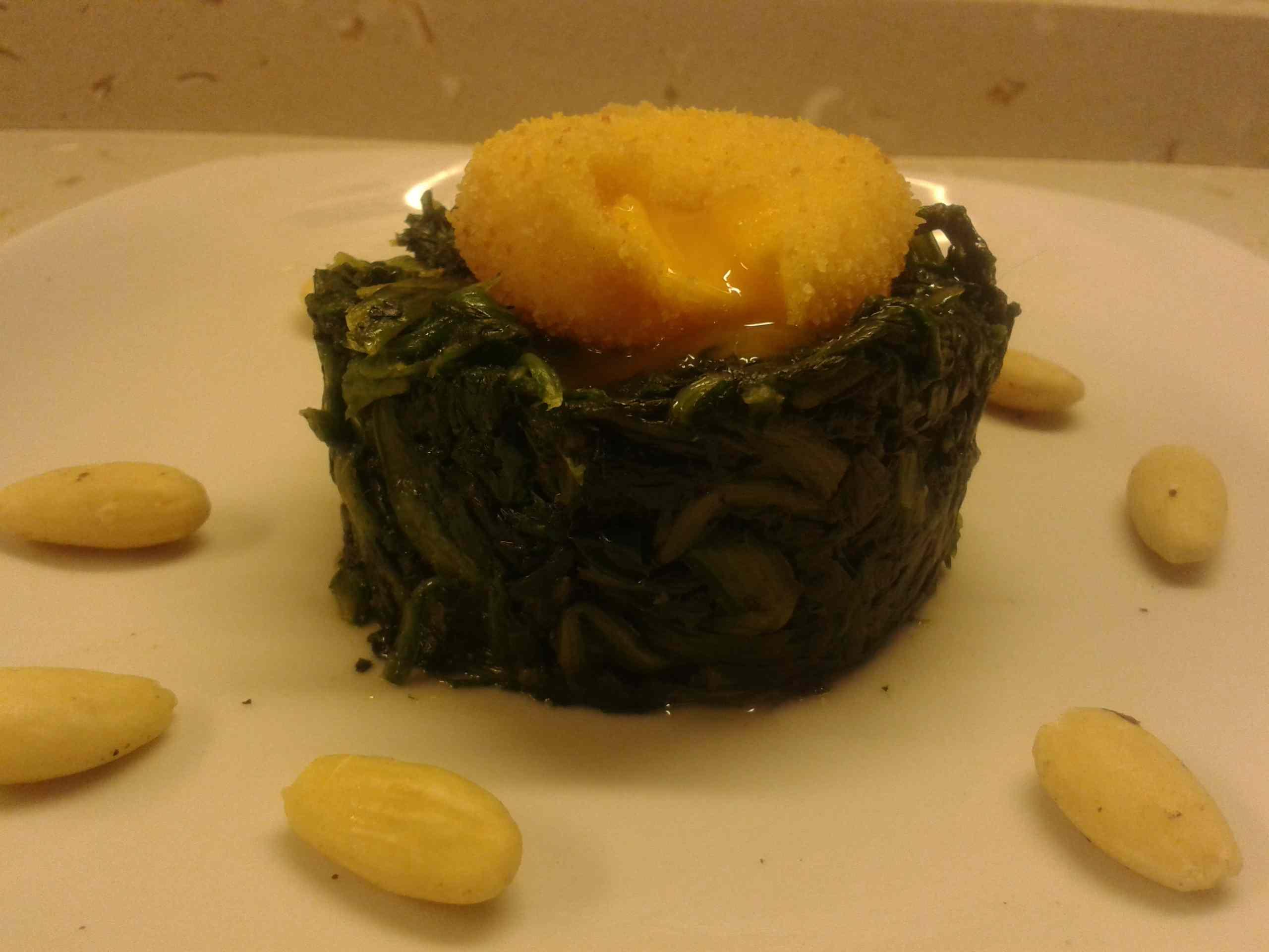 Ricetta: Tuorlo d\'uovo fritto con erbette e mandorle