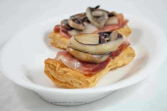 Antipasto con pasta sfoglia, gorgonzola e radicchio / appetizer with puff pastry, blue cheese and trevisan chicory