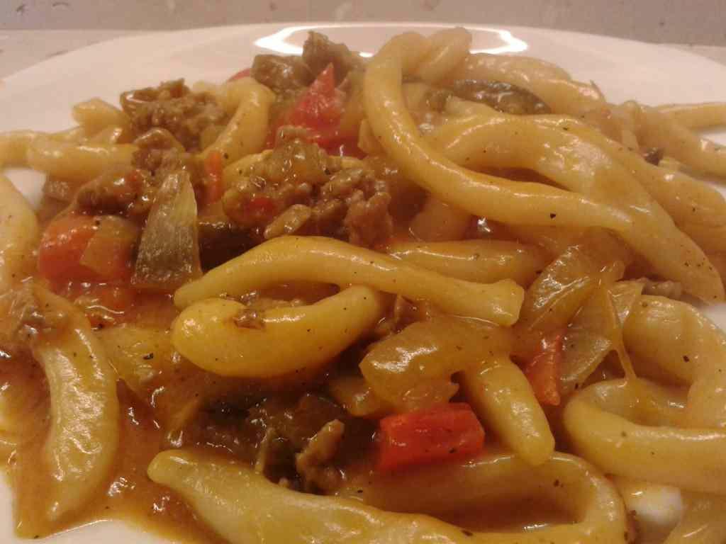 Ricetta: Pasta fresca (strozzapreti) con salsiccia e verdure