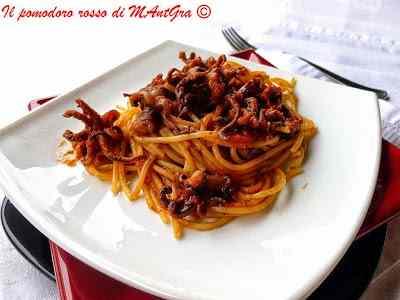 Ricetta: Spaghetti ai ciuffi di calamari