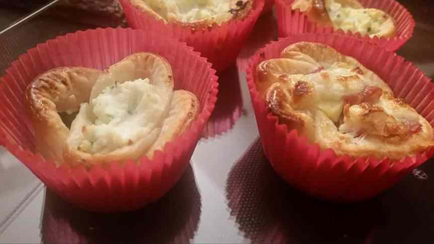 Fiori di sfoglia con patate, stracchino e pancetta