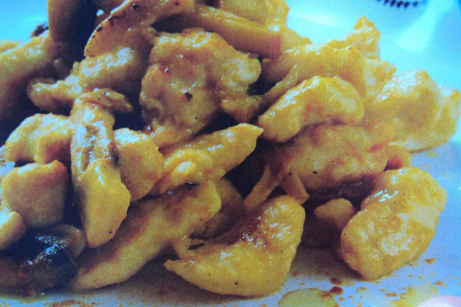 Ricetta: Pollo funghi e curry