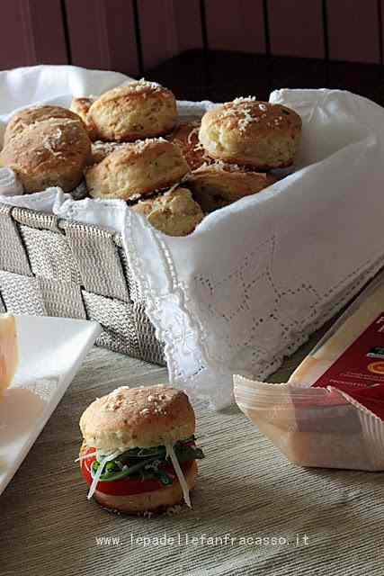 Ricetta: Scones al parmigiano reggiano
