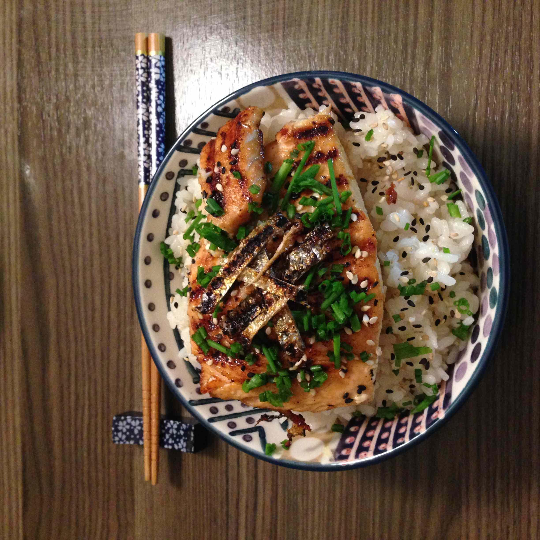Ricetta: Scodella di riso sushi e salmone teriyaki alla piastra