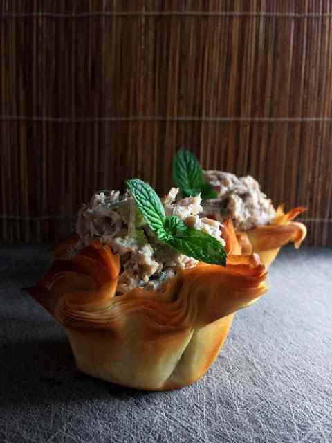 Ricetta: Il nido caduto - nidi di pasta phyllo con crema di sgombro e ricotta, timo e menta
