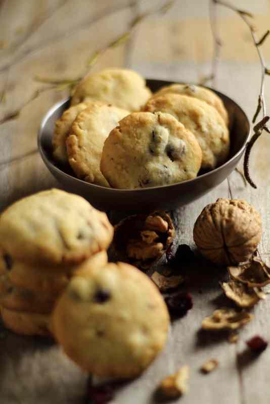Ricetta: biscotti alle noci e mirtilli rossi