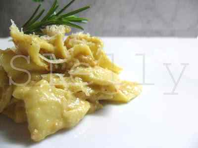 Ricetta: Pestata anche se gentile \'rrr\'- triangoli di pasta fresca con pesto di nocciole tonde gentili piemontesi
