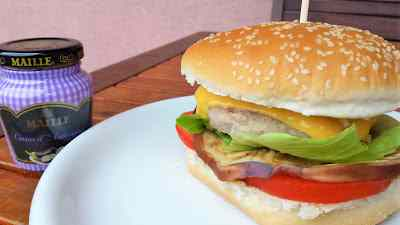 Ricetta: Hamburger con melanzane grigliate, cheddar e senape