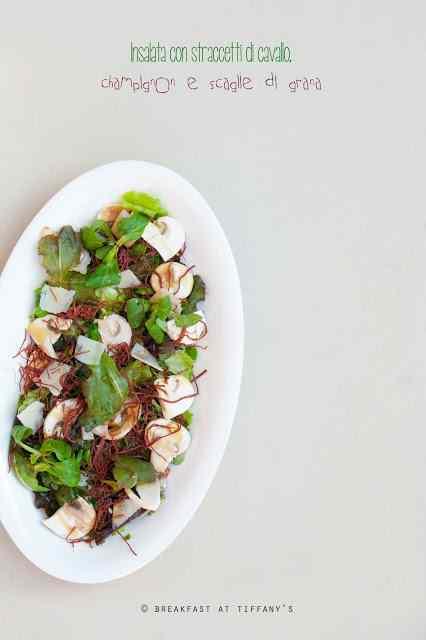 Ricetta: Insalata con straccetti di cavallo, champignon e scaglie di grana / salad with beef strips, button mushrooms and flakes of parmesan cheese