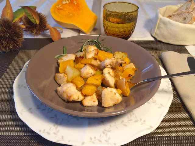 petto di pollo con zucca, mela e patate.