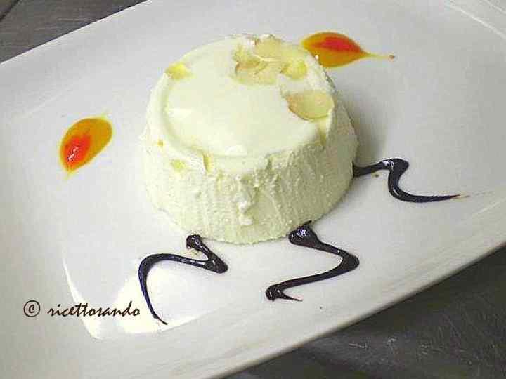 Ricetta: Bavarese yogurt e frutta secca