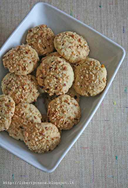Ricetta: Biscuits with chopped hazelnuts / biscotti con nocciole tritate