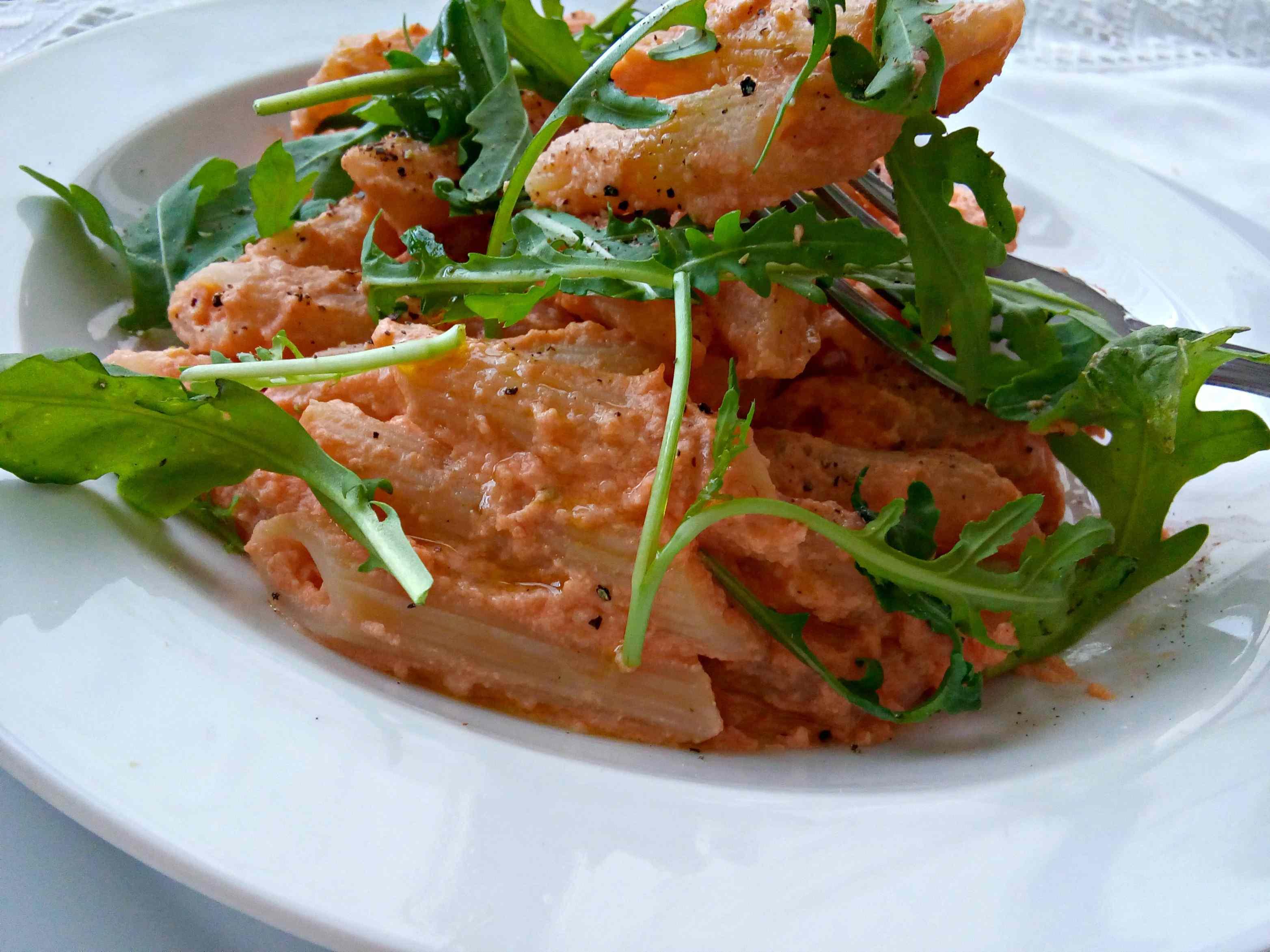 Ricetta: Pasta alla crema di salmone e rucola
