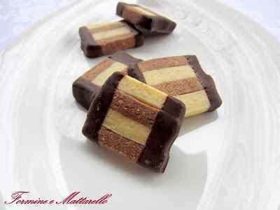 Biscotto bicolore nocciole e rum