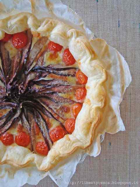 Ricetta: Torta salata con radicchio, pomodorini e scamorza / cake with french pastry, radicchio, cherry tomatoes and scamorza cheese
