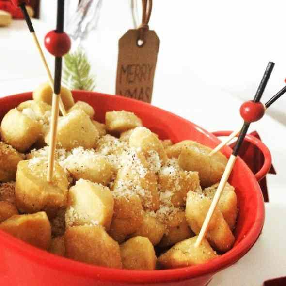 Ricetta: Caro babbo natale, la vendetta e un piatto da servire salato: struffoli cacio e pepe