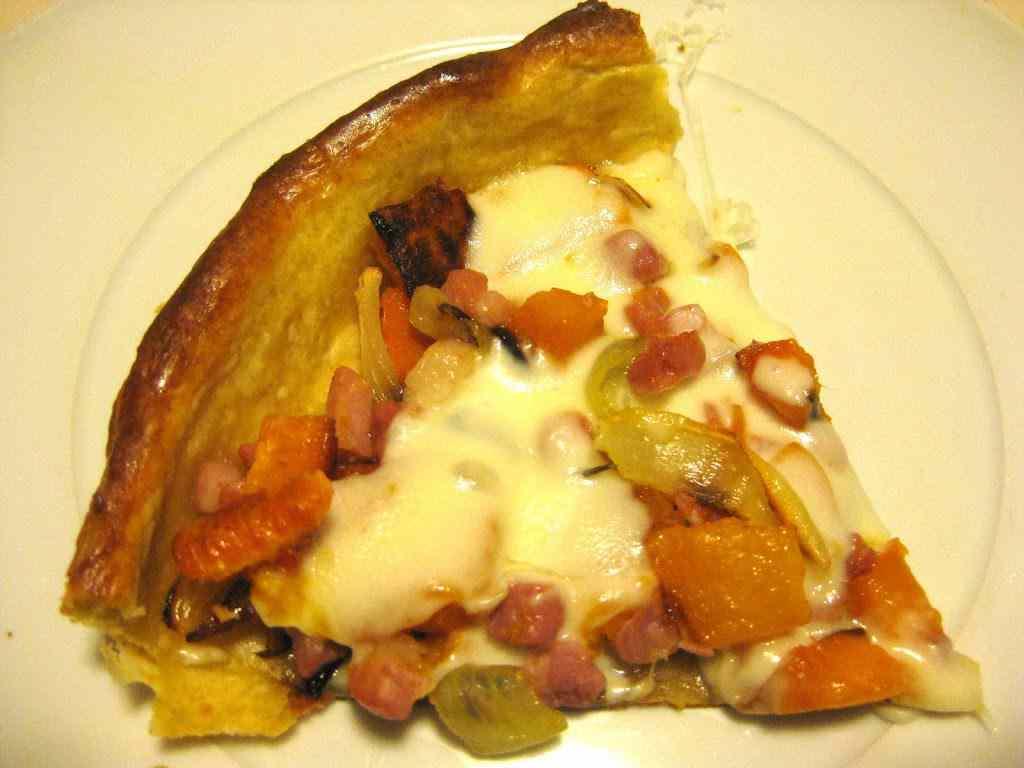 Torta salata con zucca, pancetta e scamorza