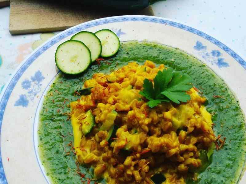 Ricetta: Farrotto allo zafferano con vellutata di zucchine