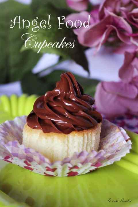 Angel food cupcakes con crema al burro cioccolato e caffè