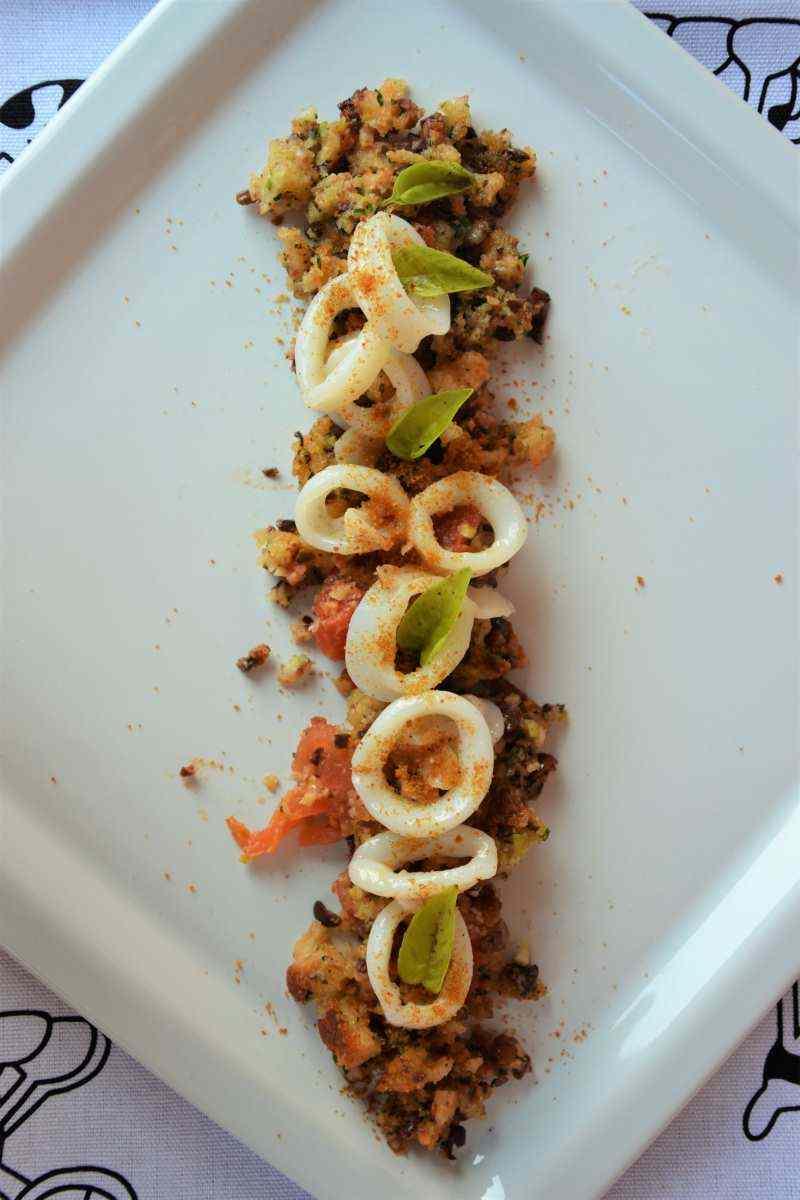 Ricetta: Calamari su letto di olive, bottarga e pecorino