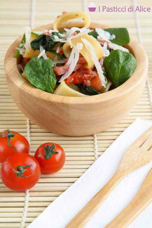 Ricetta: Pasta pancetta pomodorini e spinaci