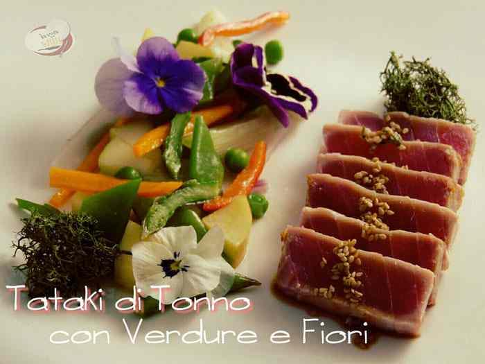 Tataki di tonno con verdure e fiori