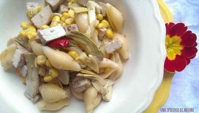 Conchiglie con tofu, carciofini e mais