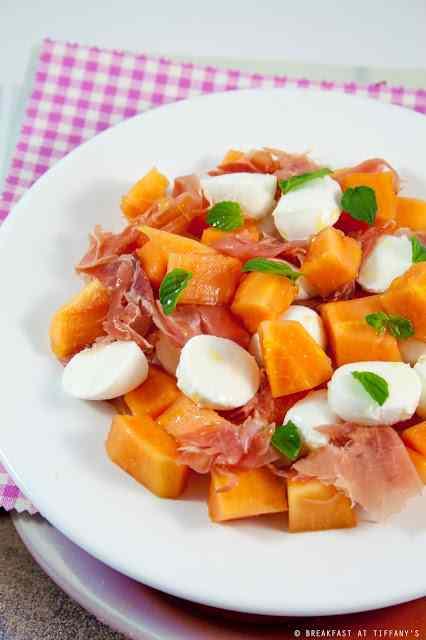 Ricetta: Insalata di papaya, mozzarelline e prosciutto crudo