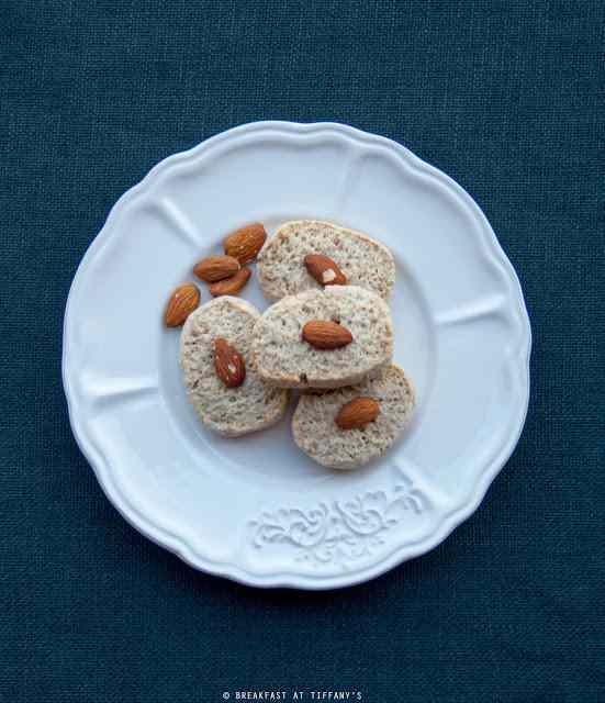 Ricetta: Biscotti al latte di mandorla