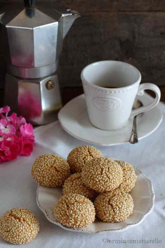Ricetta: Biscotti al tahin e semi di sesamo
