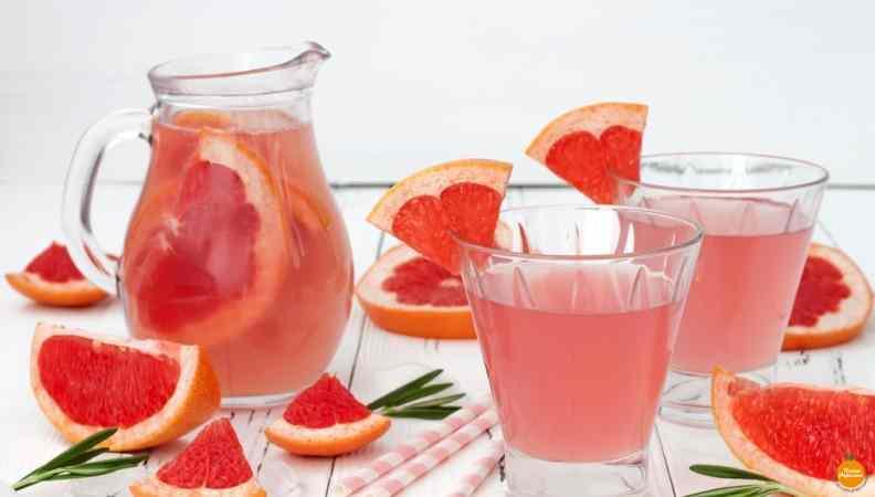 Ricetta: Acqua aromatizzata al pompelmo rosa e rosmarino