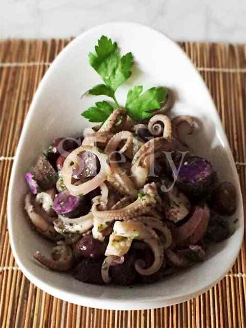 Ricetta: Violipetti - insalata di polipetti, patate viola e cipolla rossa marinata