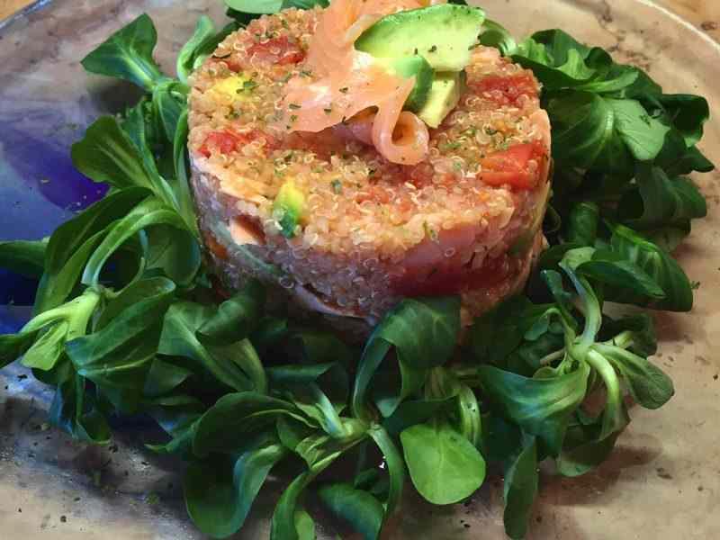 Ricetta: Quinoa salmone, avocado e pomodorini