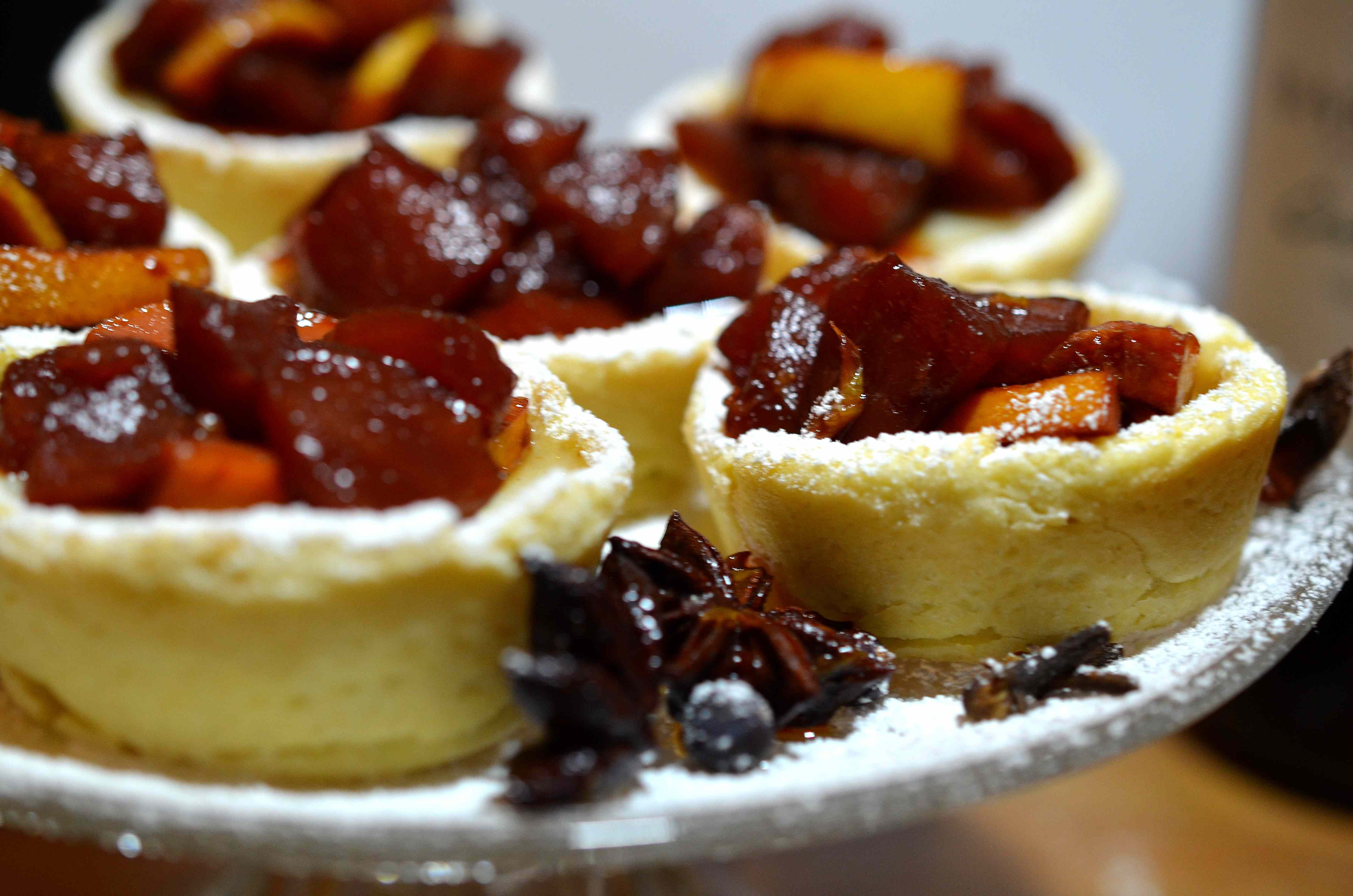 Ricetta: Crostatine alla crema e frutta al vin brule