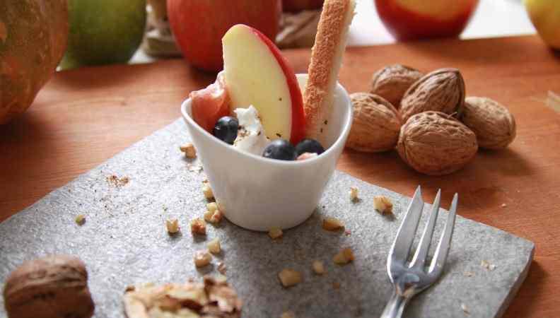 Ricetta: Bresaola con mela rossa, mirtilli, feta e aceto balsamico