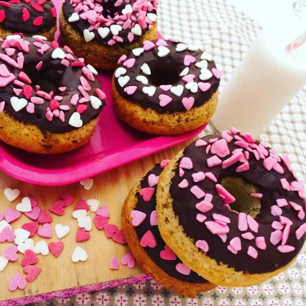 Ogni cosa è nominata: donuts di san valentino. ma forse le chiamerò ciambelle al forno con ricotta, arancia e cioccolato