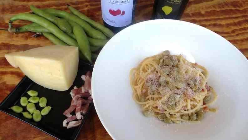 Spaghetti quadrati con rigatino, fave e caciocavallo