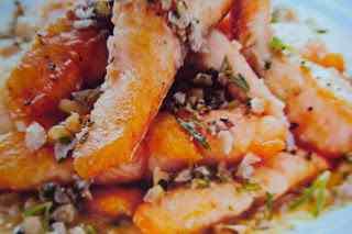 Trota salmonata con noci e pinoli
