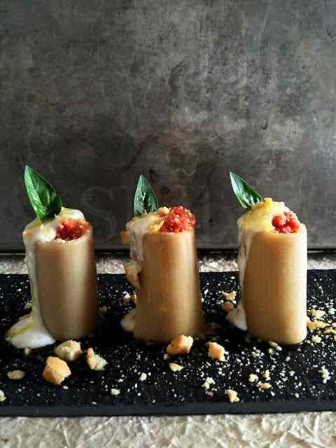 Pienamente italiano - paccheri freddi ripieni di triplo pomodoro (fresco, secco, concentrato)