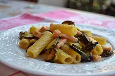 Ricetta: Elicoidali con salmone fresco e zucchine croccanti
