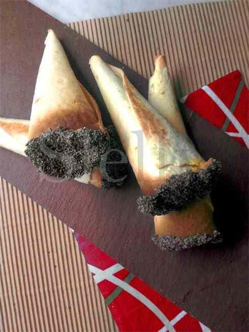 Conno - coni di piadina con crema di tonno e carote allo zenzero e rafano
