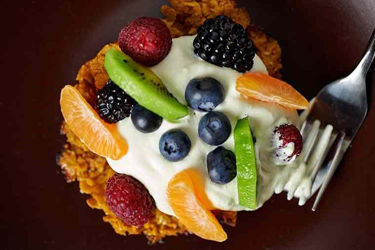 Ricetta: Cialde di cornflakes con panna e frutti