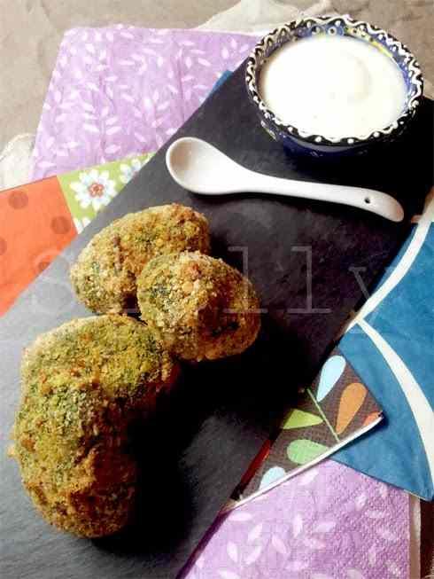 Spinaci curyosi - crocchette di spinaci al curry con salsa di yogurt profumata al limone