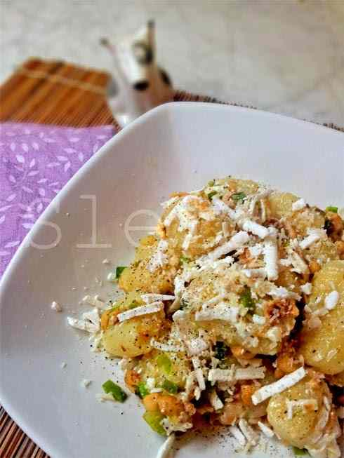 Nonsologiovedi - gnocchi fondenti di patate con porri di cervere, nocciole e ricotta dura