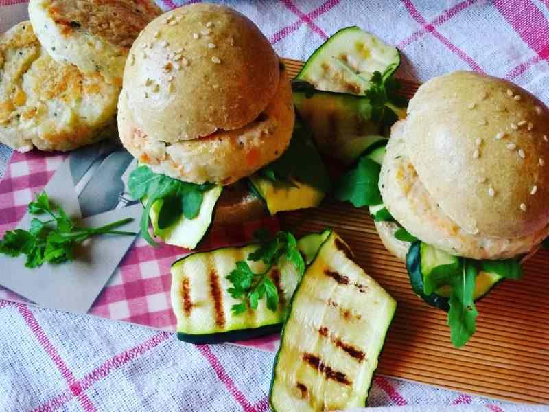 Burger di patate e salmone affumicato