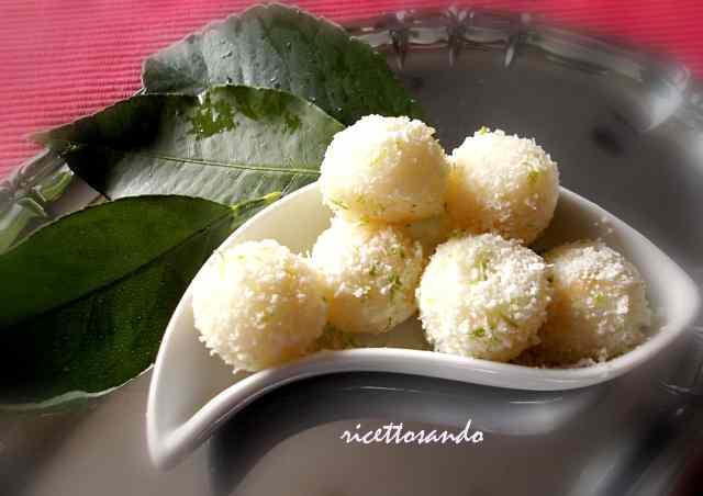 Ricetta: Perle di pera e formaggio profumate al lime